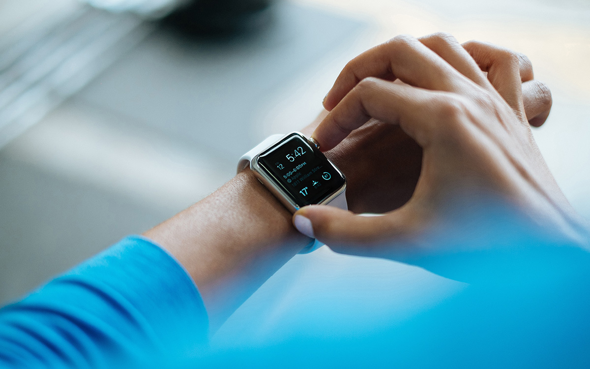 changes-federal-overtime-rules-small-business-compliance-apple-watch-blue-shirt-aliat-human-resources