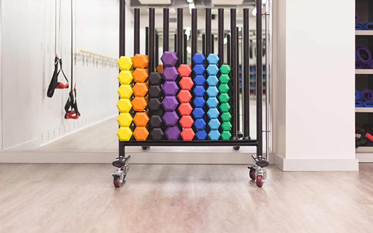 cold-weather-workout-tips-gym-rainbow-weights-aliat