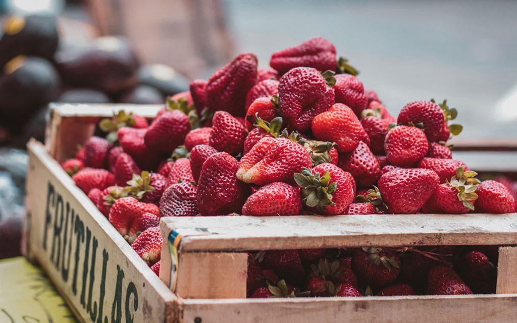 farmers-market-strawberries-fruit-summer-aliat