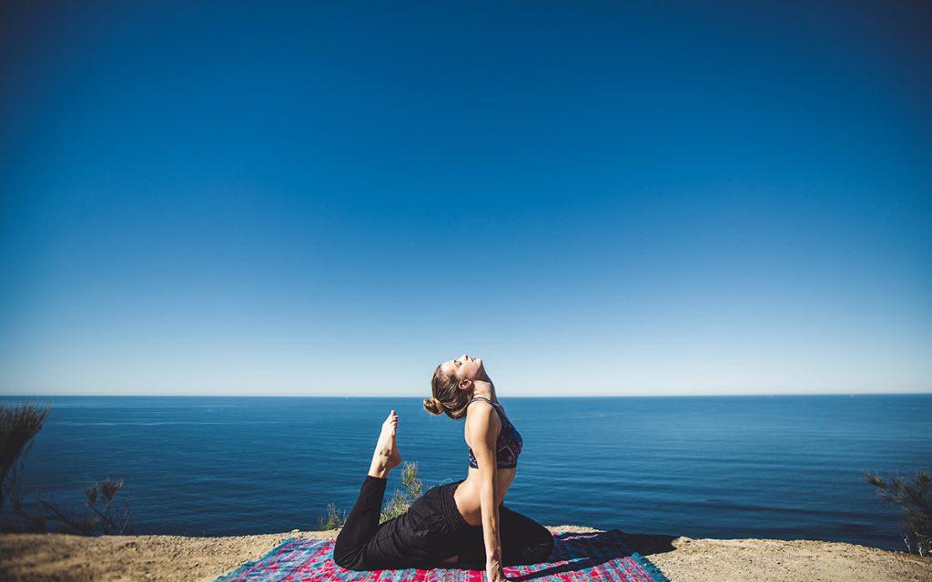 girl-yoga-pose-summer-aliat