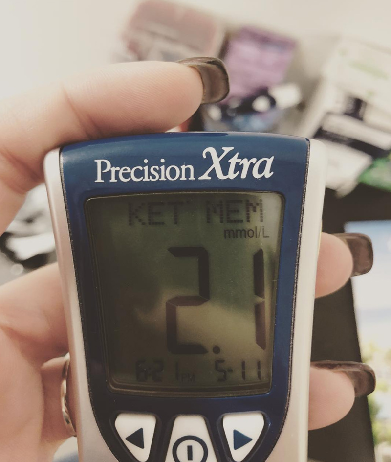 ketogenic-diet-blood-monitor-keto-aliat-office