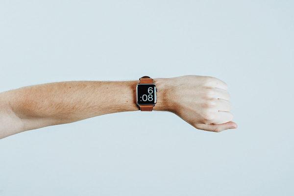 man-wrist-watch-orange-six-flexible-schedule-employees-aliat