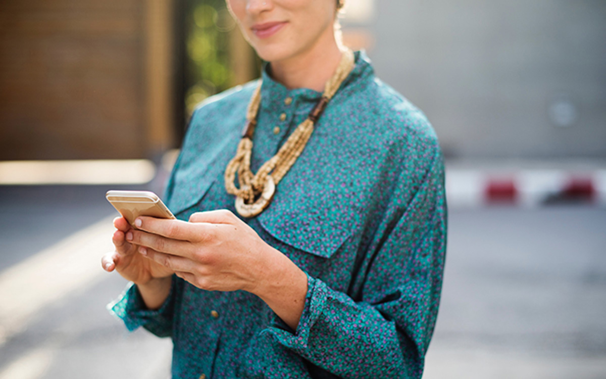 woman-cell-phone-blue-shirt-smile-aliat