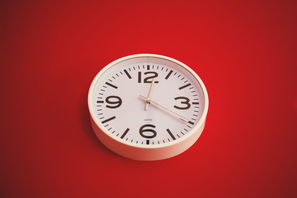 analog_clock_red_wall_telemedicine