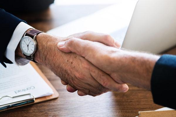 aliat-hand-shake-deal-business-men-meeting-benefits-small-business-recruiting-hr