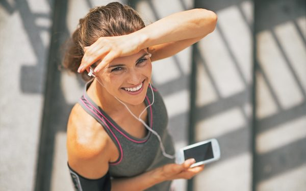 cigna-telephonic-health-coach-aliat-motivate-me-wellness-life-motion-woman-running-healthy-headphones
