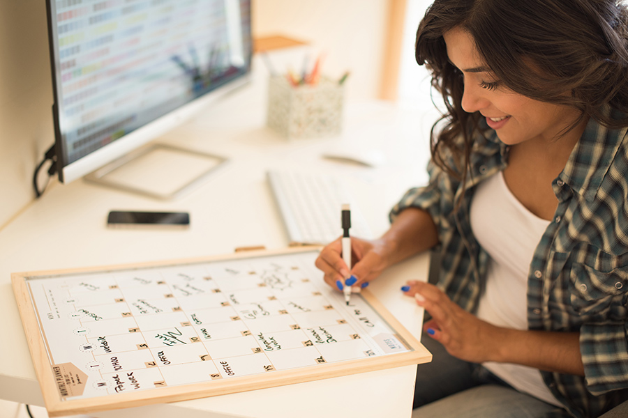 employee-classification-self-employed-schedule-independent-contractor-1099-woman-desk-working-calendar-aliat